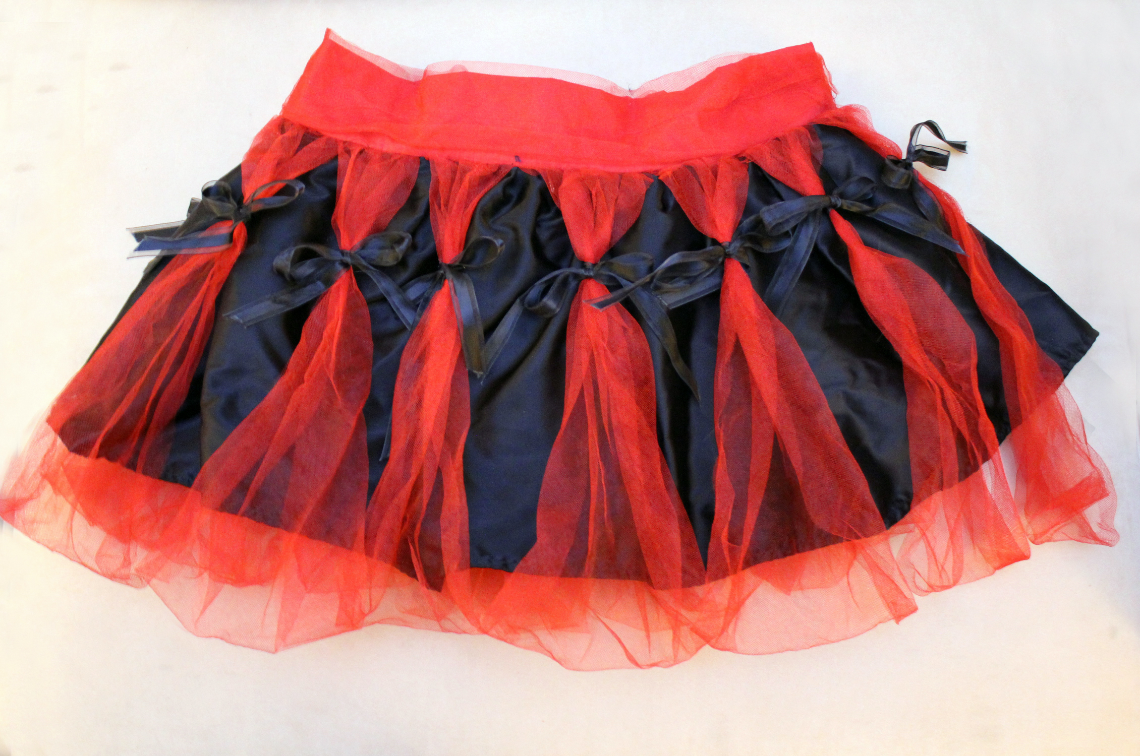 Alternative Cosplay Fashion Red Black Tutu Tulle Skirt With Satin Sheer Bows